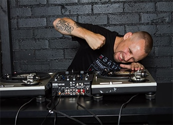 CATCH LEGENDARY @DJRevolution LIVE EVERY FRIDAY NIGHT ON WILD 1 RADIO